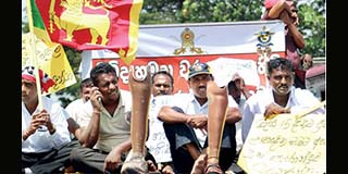 Disabled Ranaviruvo in Protest to get their Rights from Yahapalanaya