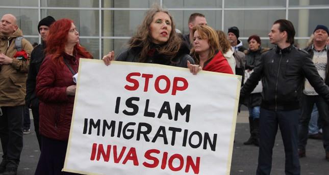 Hollanda'da ırkçı PEGIDA gösterisi